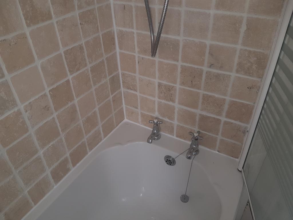 Edinburgh bathroom before grout refresh